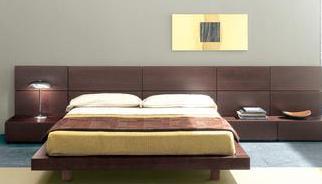 Una camera da letto matrimoniale in stile moderno