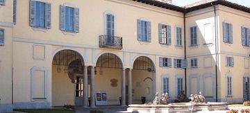 La facciata esterna di una bellissima villa