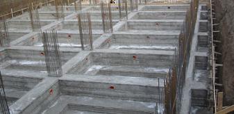 Le fondamenta di una palazzina in costruzione