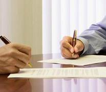 Stipula di un contratto per acquisto casa