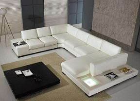 Un divano angolare bianco in stile moderno
