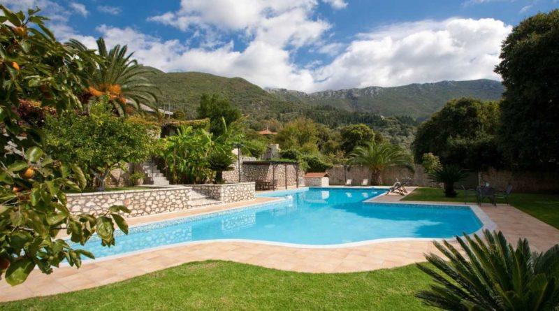 Costruire una piscina nel giardino